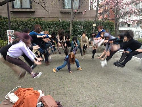吹っ飛び画像 - 吹っ飛んでいる人がぶれているもの